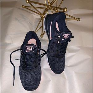 Nike Flex Supreme TR 6 Sneaker size 6